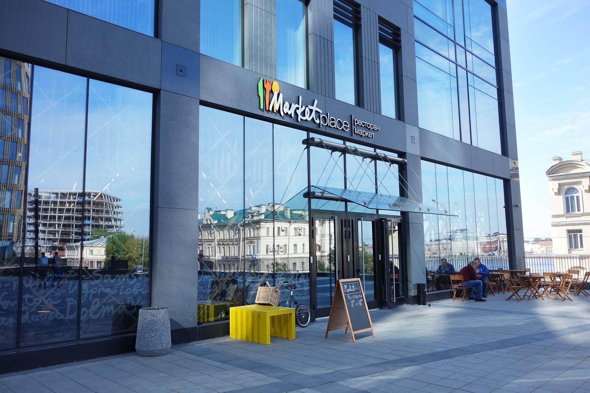 Асгард Брендинг, фирменный стиль, брендинг фасада ресторана, оформление входной группы, айдентика, лого, ресторан Marketplace, дизайн, средовой дизайн, брендинг ресторана