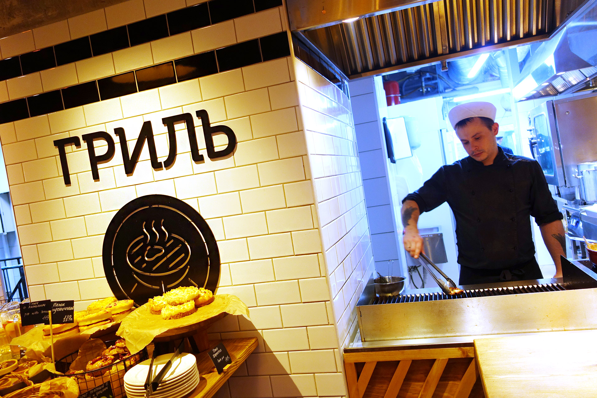 Асгард Брендинг, фирменный стиль, дизайн графической навигации, пиктограммы, ресторан Marketplace на Грибоедова, объемные буквы, графический дизайн