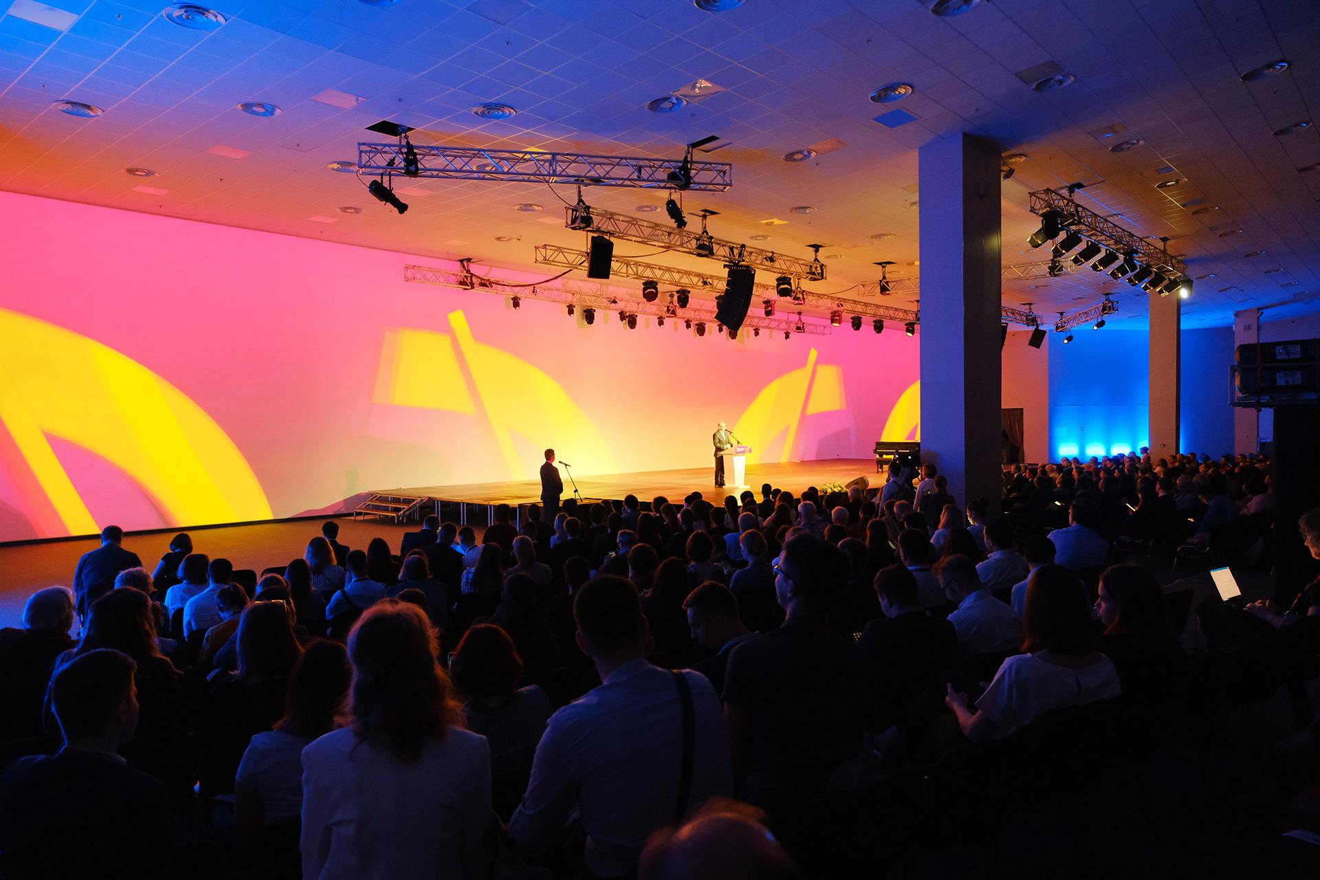 Асгард Брендинг, центр сириус, фирменный стиль, оформление сцены, айдентика, лого, Наука будущего, конференция, дизайн, графический дизайн, средовой дизайн