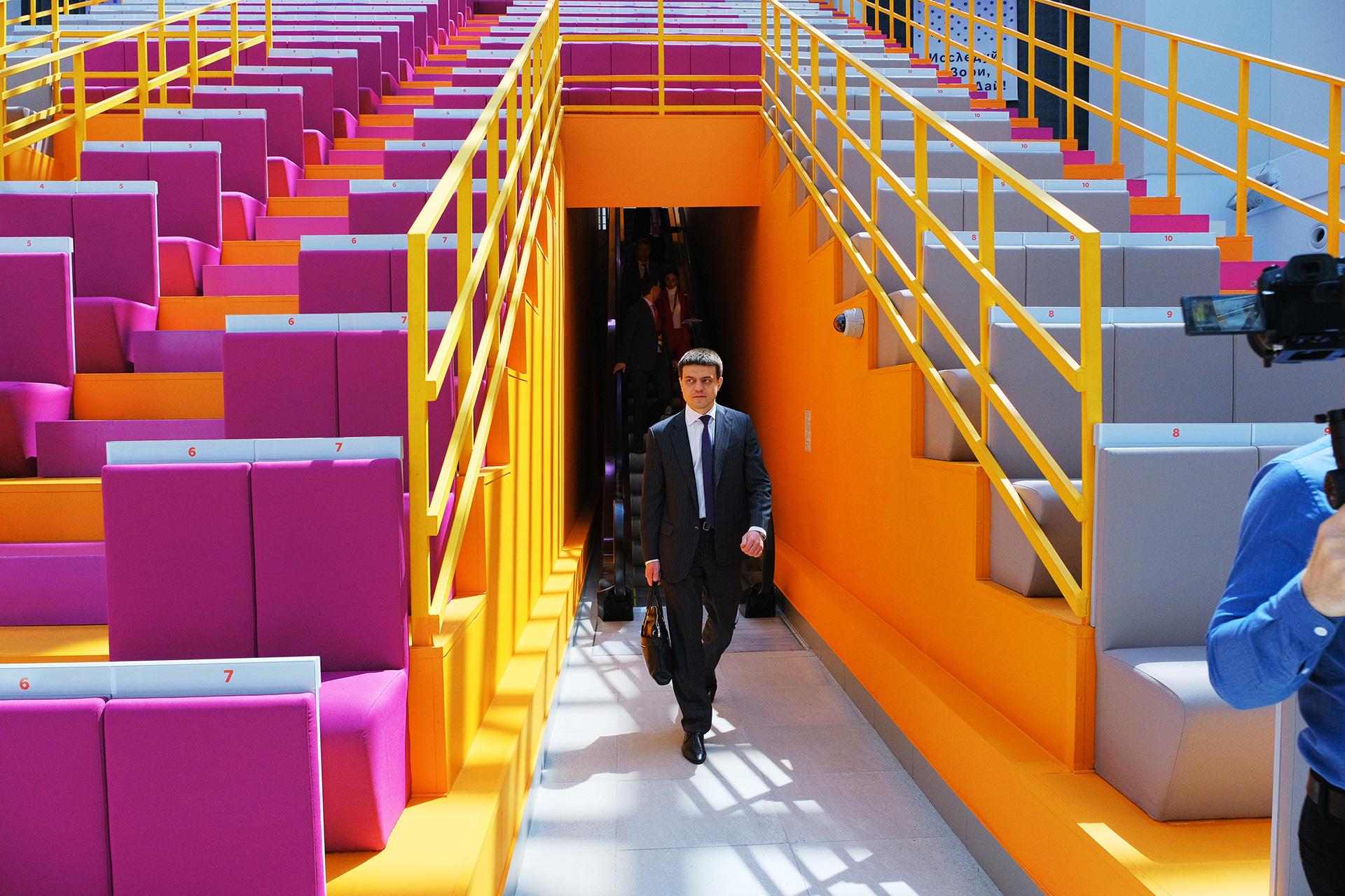 Асгард Брендинг, фирменный стиль, трибуны, Наука будущего, центр сириус, конференция, дизайн, средовой дизайн